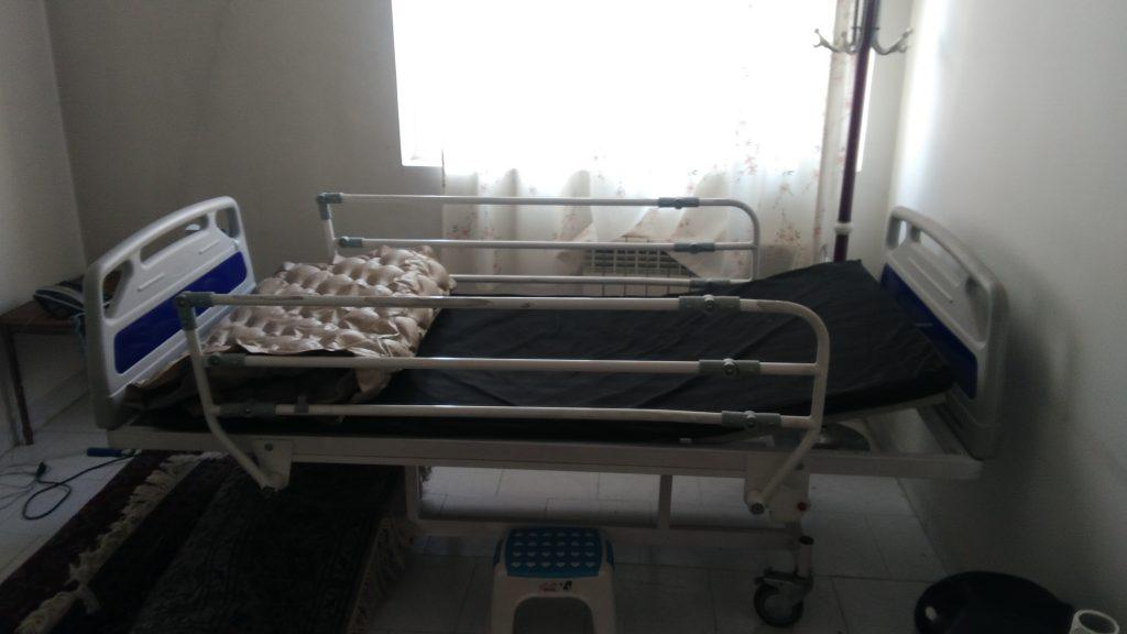تخت دو شکن  مکانیکی با یک تشک برقی مواج ویک تشک 5 سانتی  در حدنو